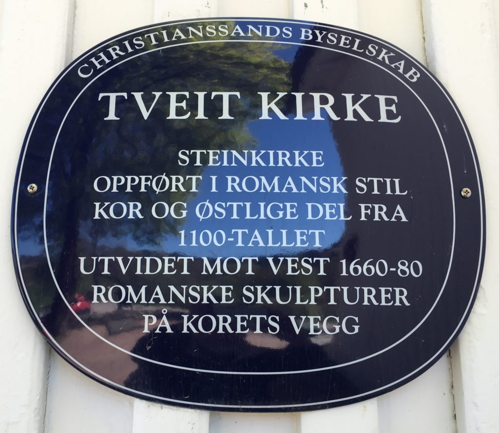 Dette bildet mangler alt-tekst; dets filnavn er TVEIT-KIRKE-1024x889.jpg